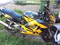 HONDA CBR 600F (Yellow and Black) in fantastic condition