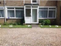 REIGATE: 2 BED GRND FLOOR FLAT CLOSE TO MAINLINE STATION, M25, TOWN CENTRE, GATWICK.