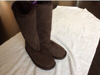 Ugg boots sz4/5 real genuine ones from Australia new unworn still got labels on