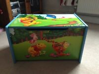 COLOURFUL WINNIE THE POOH WOODEN TOY BOX