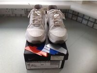 NIKE BOYS GOLF SHOES SIZE 4.5UK