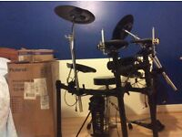 Roland TD-4k Compact V Drums Electronic Drum kit PLUS Yamaha Single Chain Drive foot pedal FP7210A