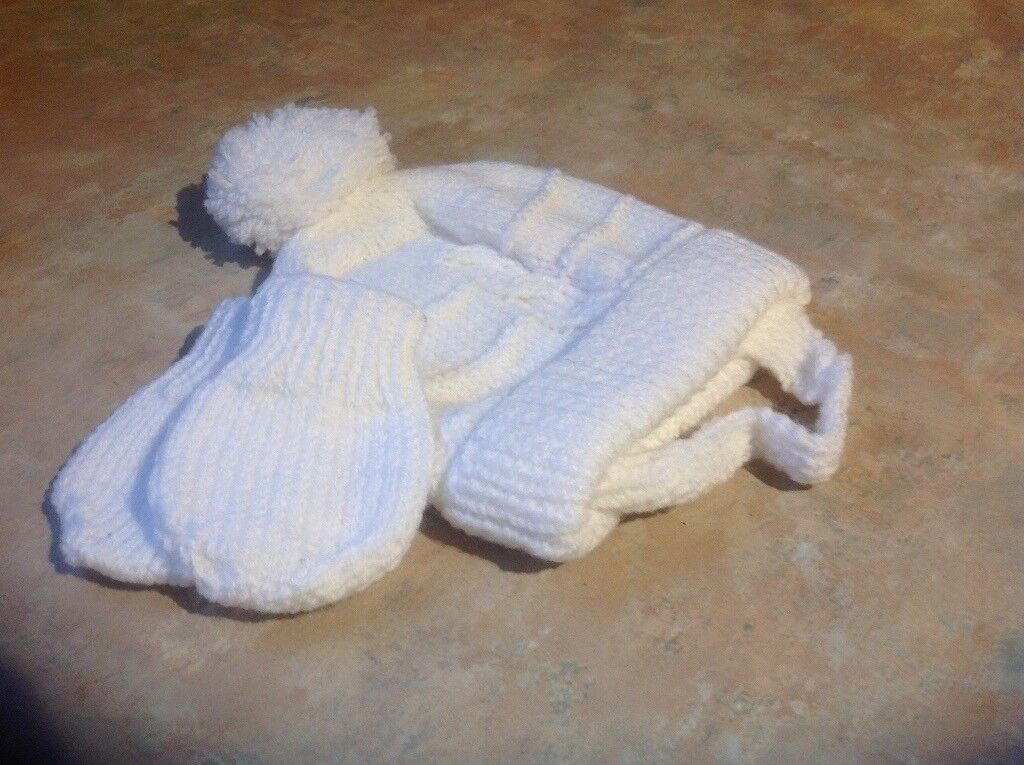54c023b876f New hand knitted baby hat and gloves set