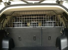 'Travall' dog guard for Freelander