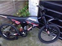 Boys Moto Flite Dual Suspension Cycle 6 speed .(age5-8
