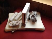 Wii set - balance board , 2 controllers, 1 classic controller and consul