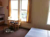 Large 1st floor front studio flat in Wood Green, N22