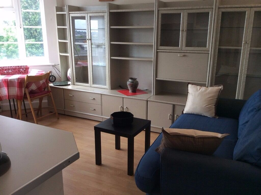 BEAUTIFUL ONE BEDROOM FLAT IN BRENT CROSS! ALL BILLS INC! MOVE IN NOW!