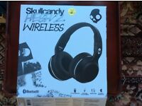 Skull candy Hesh2 wireless headphones.