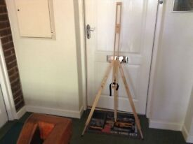 Artists painting easel. Very good condition.