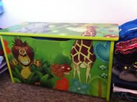 Jungle toy box