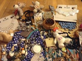 Various items of jewellery and accessories