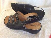 Women's sandals. Size 8. Black.