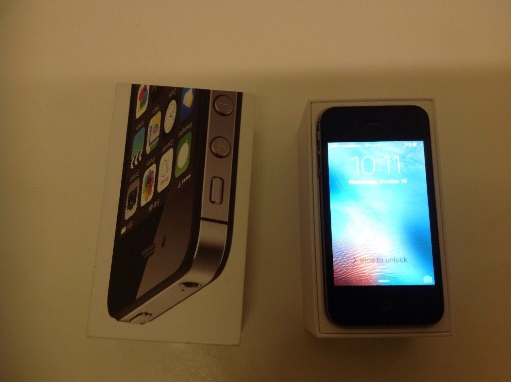 Apple iPhone 4s on Vodafone /Lebara / tolkmobile with box USB lead