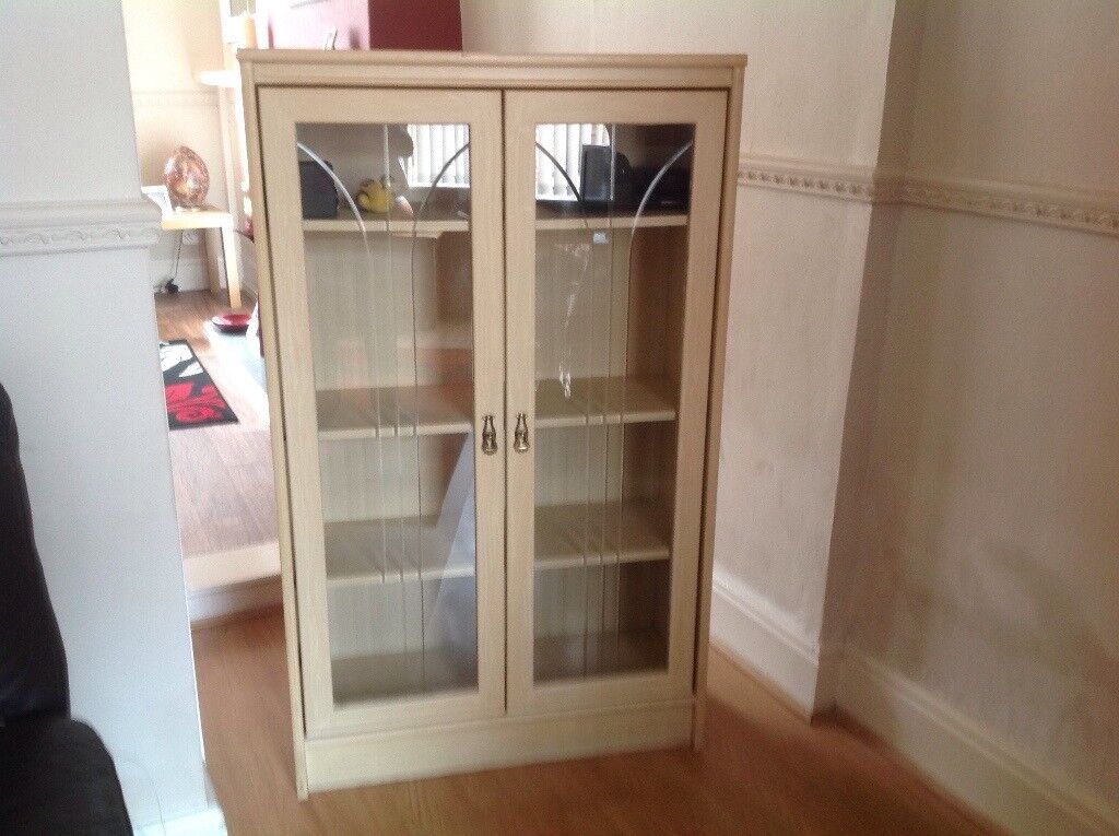 Display cabinetin Goole, East Yorkshire - Cabinet needs repainting or stripping back to wood free to anyone who wants it but must be able to pick up