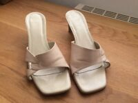 CREAM LEATHER HEELED OPEN TOE SHOES size 6 1/2 - 40