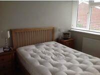 Small double bed (4') - immaculate