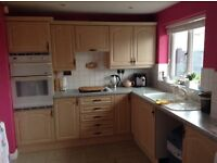 LIGHT OAK COULERED KITCHEN AND GAS HOB