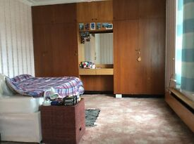 In Ilford a triple sized room is available for rent