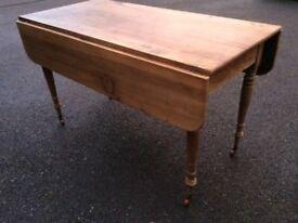 Lovely farmhouse table all original features