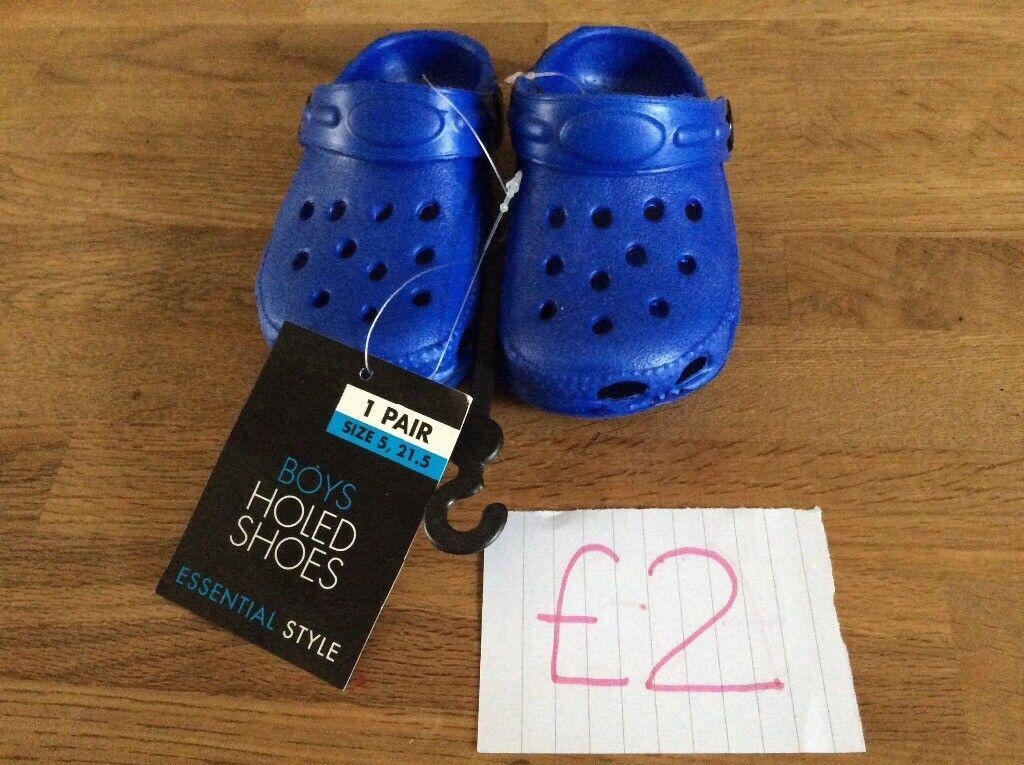 b3c5848aa32317 Baby Boy Brand New Blue Plastic Crocs Size 5