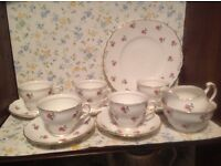 Pretty rose colclough vintage tea set. Good condition