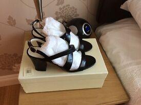 Précis leather sandals size 5