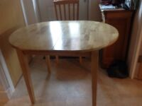 Small extendable kitchen/dining room table
