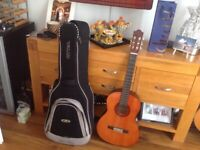 Acoustic guitar ( Yamaha ) in mint condition with a real quality case £75. O7831362568