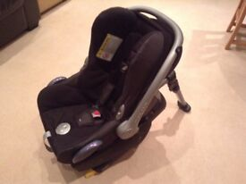 Maxi Cosi ISOFIX base and car seat
