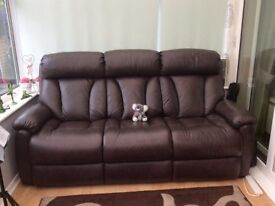 Brown Lazy Boy sette and recliner chair