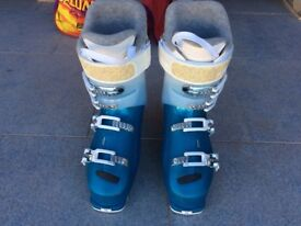 Ladies ski boots one hour use