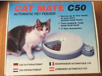 Automatic Cat Feeder with two ice packs. Serves up to five meals.