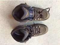 Lowa Women's Renegade GTX Mid Narrow Boot size 4