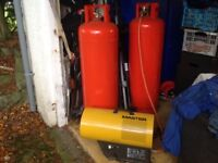 Large gas heater with two large gas bottles one full one 1/4 full.