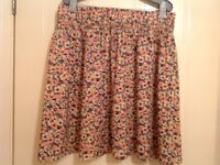 H&M FLORAL SKIRT SIZE LARGE. EXCELLENT CONDITION.