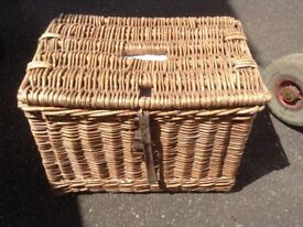 Fishermans basket with leather strap and keep net