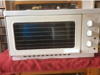 Table-top Russell Hobbs electric oven/grill and two hot plates