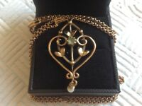 Beautiful gold necklace and pendant for sale