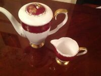 Gladstone red gold teapot antique