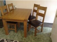 Solid American oak dining table and chairs immaculate as new tel 01805 804629