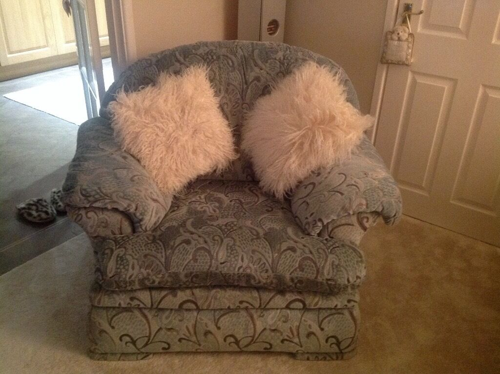 Large comfy 3,,1 seater suite, storage footstool. Vgc washable covers, non smoking, no animals.