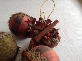 Gisela Graham set of 4 Christmas tree baubles