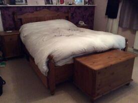 4 piece - Victoriana Bedroom Set
