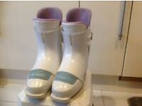 LADIES SIZE 5 SKI BOOTS.