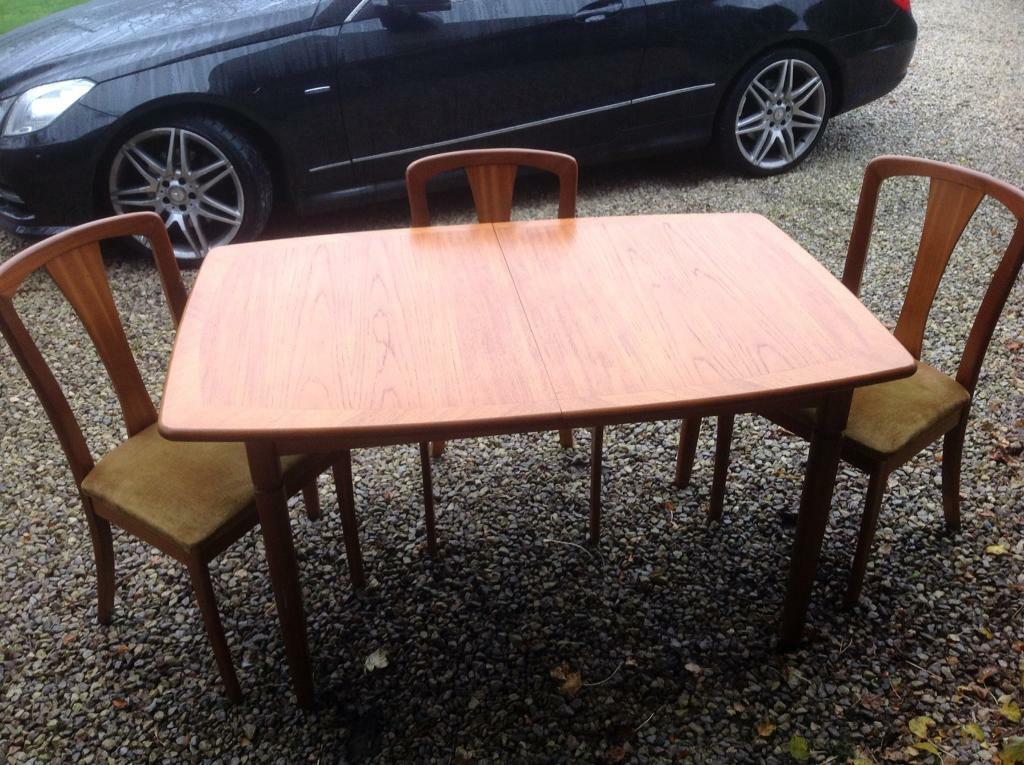 Meredew Table and Chairs
