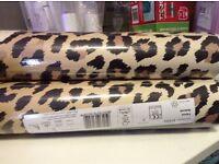3 rolls wallpaper.