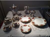 Royal Albert Old Country Roses Bone China. Twenty four pieces