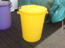 100 litre heavy duty plastic storage bin suitable for pet feed