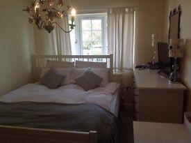 En suite beautifull double room in Spanish household